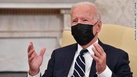Biden diz que as autoridades de saúde estão estudando se recomendam um reforço da vacina Covid após menos de 8 meses