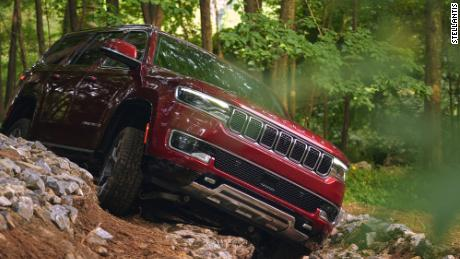 It's unlikely Jeep Wagoneer owners would want to risk their SUVs like this, but they can if they want or need to.