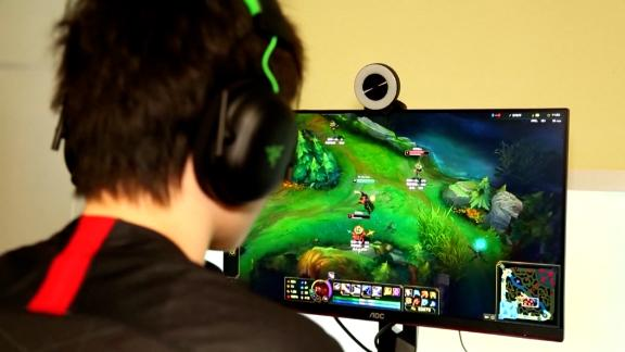 Image for China limits amount of time minors can play online video games