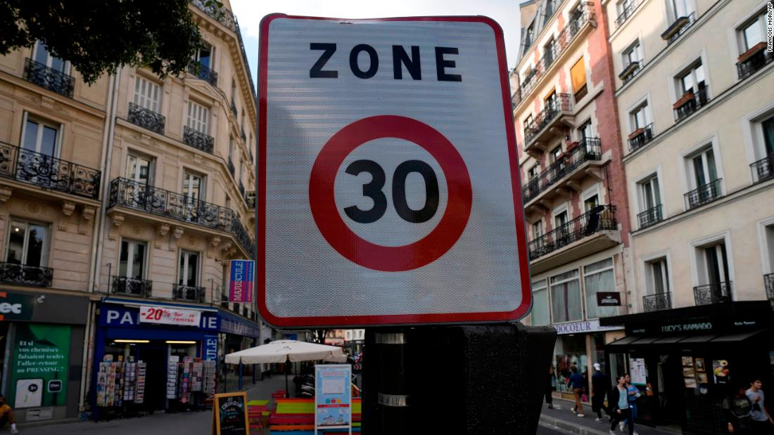 Paris slams on the brakes and sets 30km/h speed limit to cut emissions