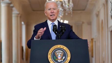Biden propose une défense provocante du retrait d'Afghanistan: & # 39;  Je n'ai pas prolongé ma sortie pour toujours & # 39 ;