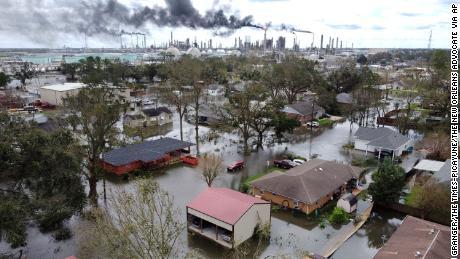 飓风、野火和干旱:美国发现自己在许多方面都在与气候灾害作斗争