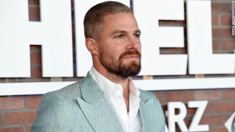 Stephen Amell says he 'had too many drinks' before being asked to leave flight