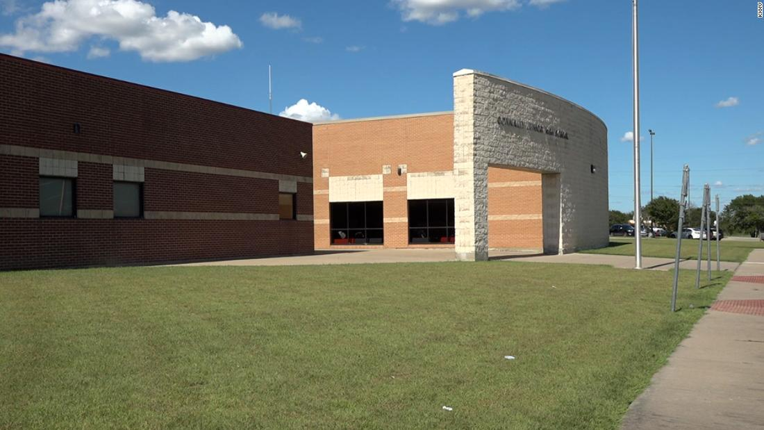 Texas district closes all schools after 2 teachers die