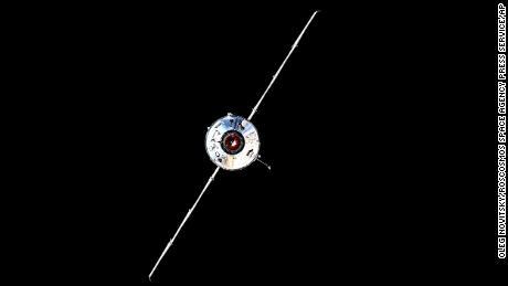 Kosmická loď Nauka je viděna před přistáním s Mezinárodní vesmírnou stanicí 29. července na fotografii pořízené ruským kosmonautem Olegem Novitskym a poskytnuté ruskou vesmírnou agenturou Roscosmos.
