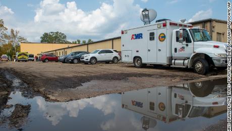 Министерството на здравеопазването заяви, че 4 жители на старчески дом в Луизиана умират, след като са били евакуирани в друго заведение преди Еда