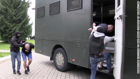 Belarusian authorities first believed the arrest of    the Russians prevented them from interfering in the country's presidential elections.