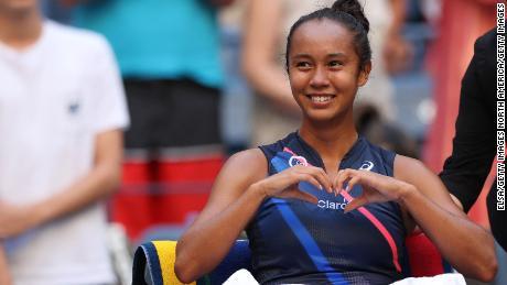 Лейла Фернандес празднует выход в полуфинал Открытого чемпионата США.