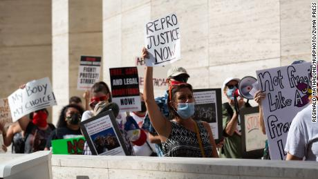 September 5, 2021, Houston, United States: Protestors march from City Hall to the federal court house in protest of the new state abortion ban in Houston, Texas on Sunday, September 5th, 2021. (Credit Image: © Reginald Mathalone/NurPhoto via ZUMA Press)