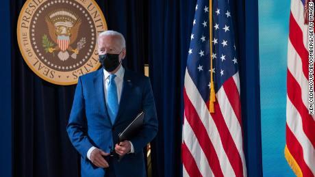 Biden anuncia nuevos mandatos de vacunas que podrían cubrir a 100 millones de estadounidenses