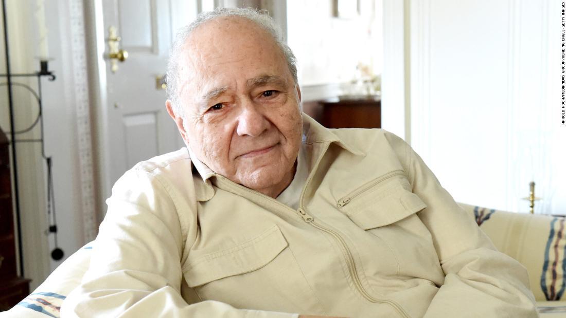 """Michael Constantine, qui jouait le père dans """"My Big Fat Greek Wedding"""", est décédé à 94 ans"""