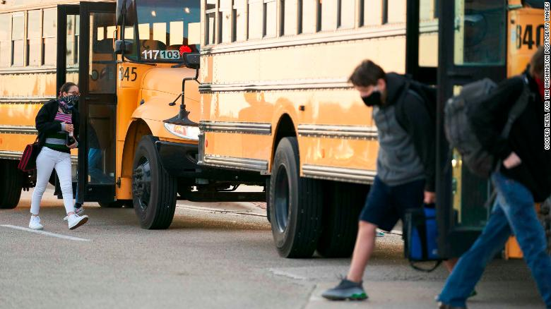 After two teachers died of Covid-19 in one week, a Texas school district implements mask mandate