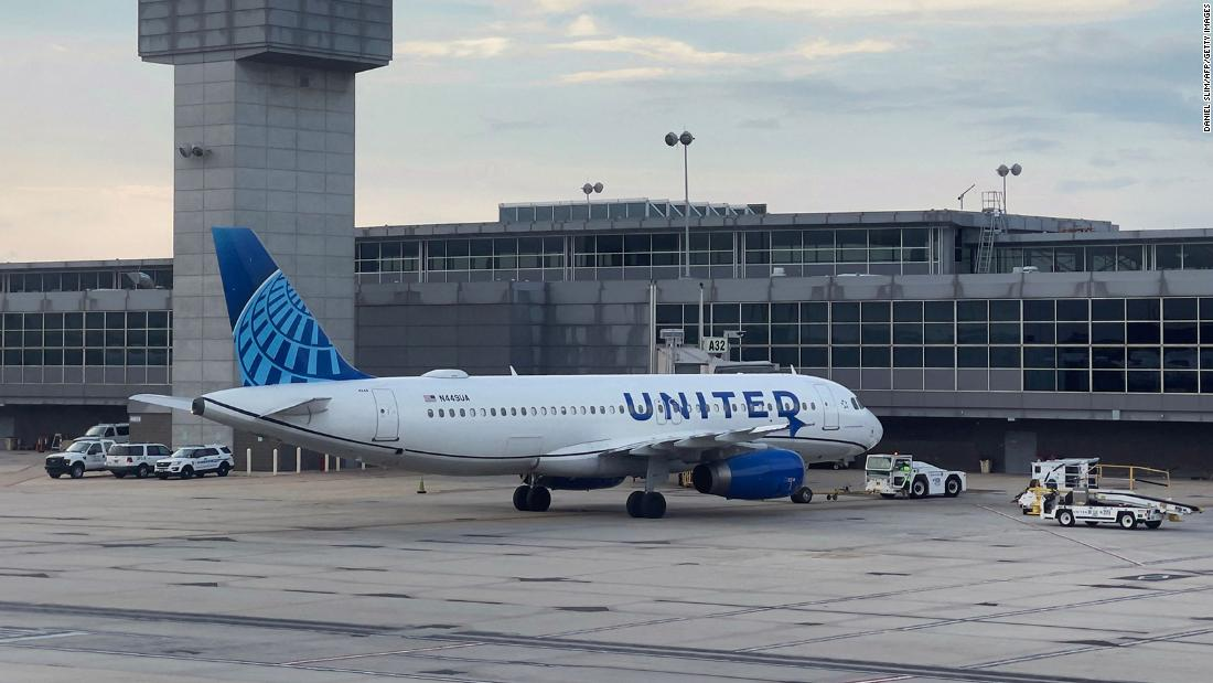 Six United employees ask court to block vaccination requirement