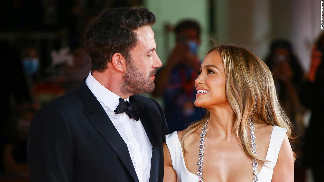 Ben Affleck et Jennifer Lopez sur le tapis rouge