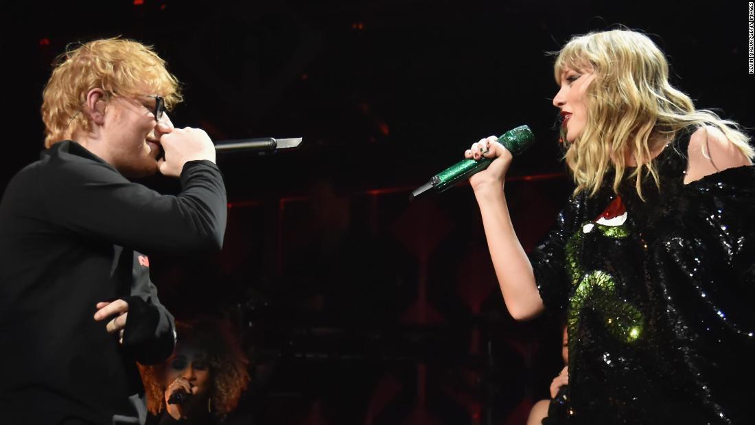 Ed Sheeran et Taylor Swift dans un pub incognito