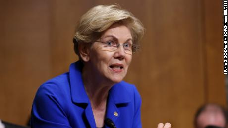 Elizabeth Warren wants the Fed to break up Wells Fargo