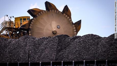 Un tas de charbon au port de Newcastle en Nouvelle-Galles du Sud, Australie, le 12 octobre 2020.