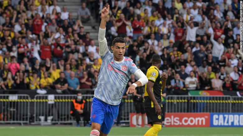 Cristiano Ronaldo scores in second Champions League debut for Manchester United