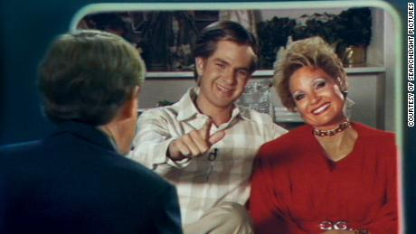 Andrew Garfield and Jessica Chastain as Jim and Tammy Faye Bakker in 'The Eyes of Tammy Faye' (Courtesy of Searchlight Pictures).