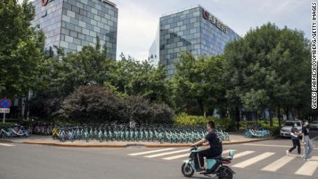 Hundreds of rivals are trying to grab market share away from Didi offering major discounts and spending lots of money on advertising.