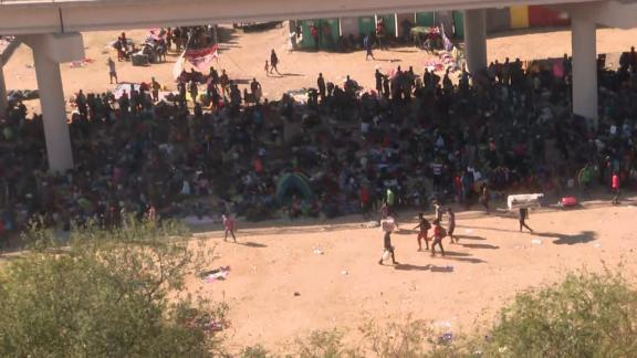Image for More than 9,500 migrants living under bridge at US border