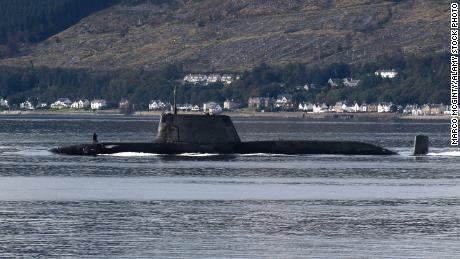Un sous-marin de classe Astute exploité par la Royal Navy britannique, descendant le Firth of Clyde, en septembre 2020.