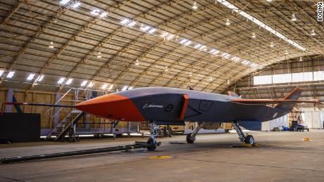 21 septembre 2021 - Le drone Boeing Loyal Wingman lors des premiers essais en vol en Australie en septembre. Boeing prévoit de construire le drone dans sa première usine d'assemblage final à être construite en Australie, sa première en dehors des États-Unis.