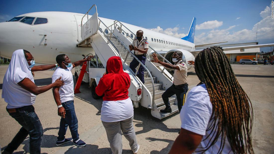 Chaos at Haiti airport as US deports migrants