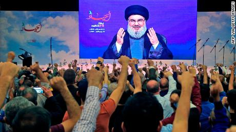 Hizbollah -lederen Hassan Nasrallah ble jublet av tilhengere under en tale i november 2019.