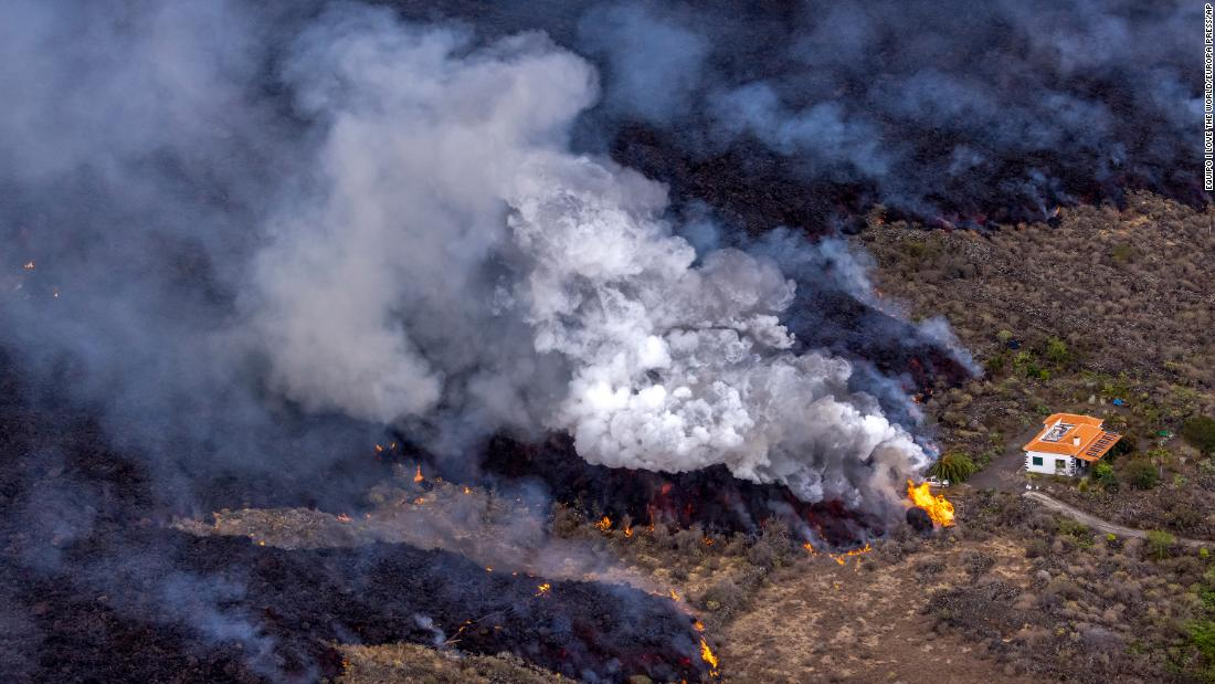 Canaries volcano blasts lava into the air as ash blankets area - CNN
