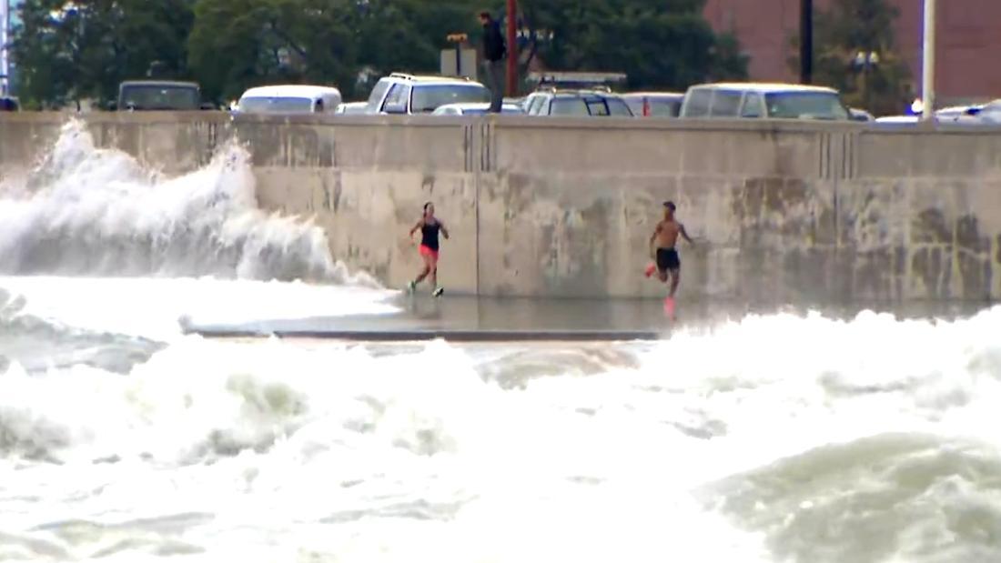 Huge waves crash onto runners in Chicago