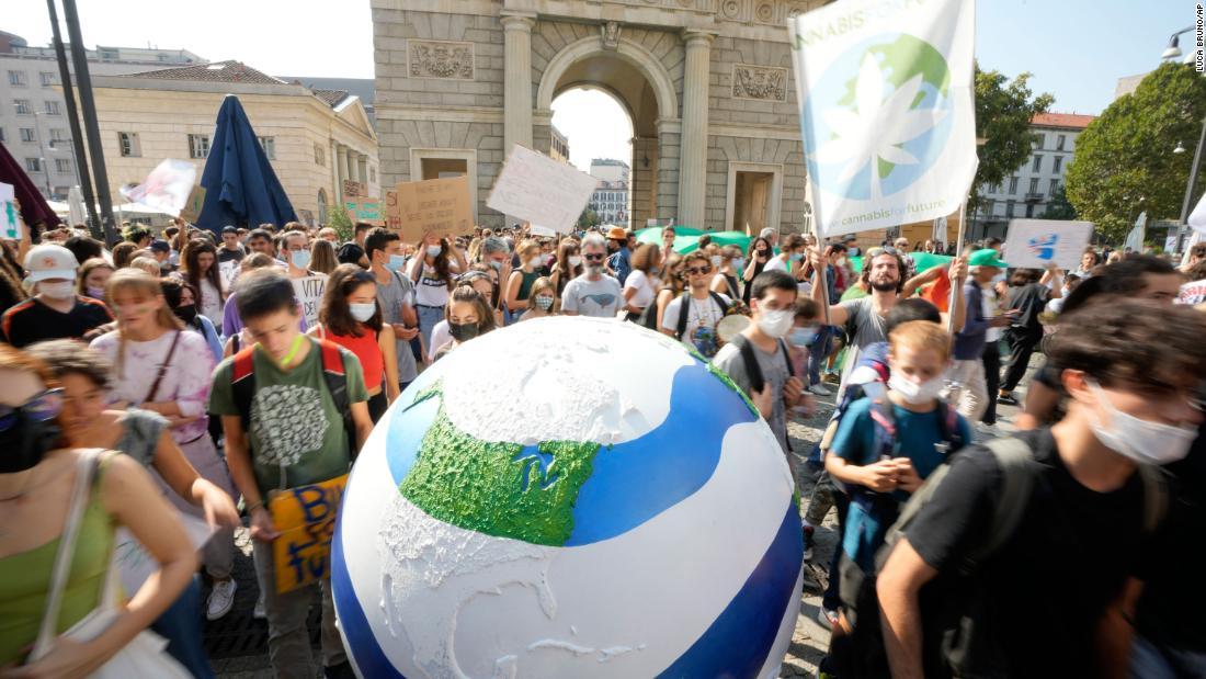 Các cuộc biểu tình vì khí hậu do thanh niên lãnh đạo đã lan rộng khắp thế giới: Cập nhật trực tiếp