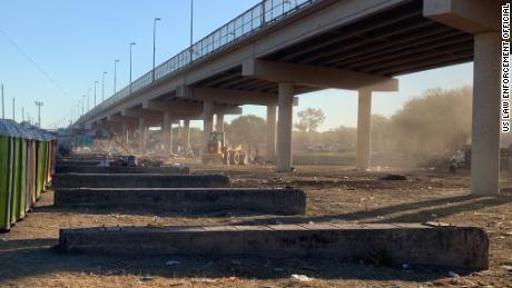 Camp del Río ha sido evacuado cuando los últimos migrantes restantes se van
