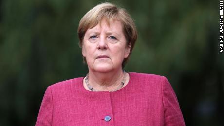 Angela Merkel quittera ses fonctions de chancelière allemande une fois qu'un nouvel accord de coalition sera conclu et que son remplacement sera confirmé.