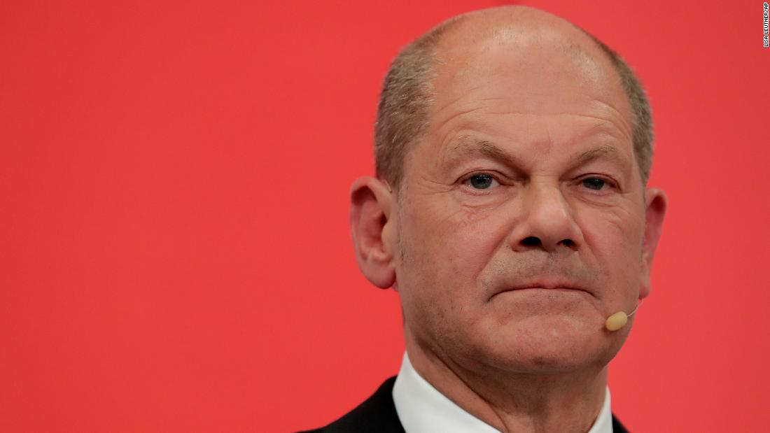 CNN asks Olaf Scholz question at press conference