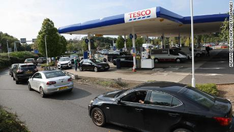 UK puts military on hold to deliver fuel as petrol stations run dry