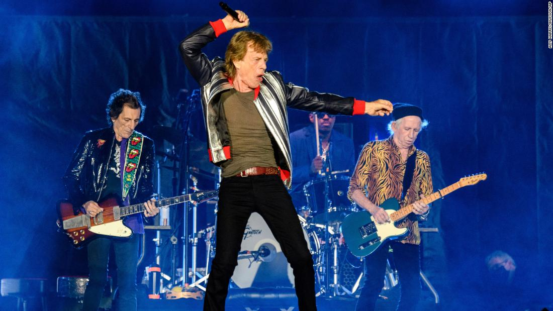 Rolling Stones pay tribute to Charlie Watts as they finally kick off US tour - CNN