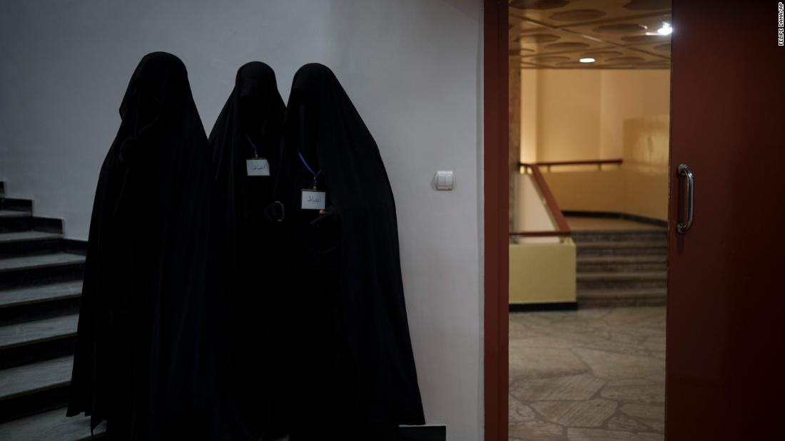 Afghan women barred from teaching or attending Kabul University