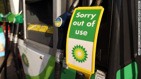 & # 39; Một tình huống thực sự căng thẳng & # 39 ;: Những người mắc kẹt vì cuộc khủng hoảng nhiên liệu của Anh