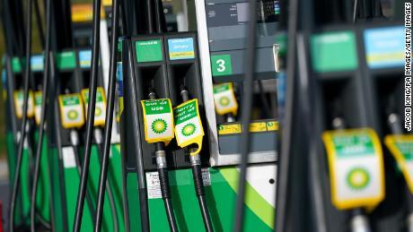 As bombas de combustível estão fora de serviço em um posto de gasolina da BP em Birmingham, Inglaterra, em 28 de setembro de 2021.