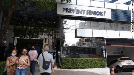 Rede de hospitais do Brasil secretamente deu à Covid-19 medicamentos não comprovados, afirma o advogado dos denunciantes