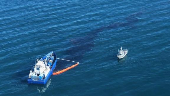 Image for 126,000 gallons of oil spilled off California coast