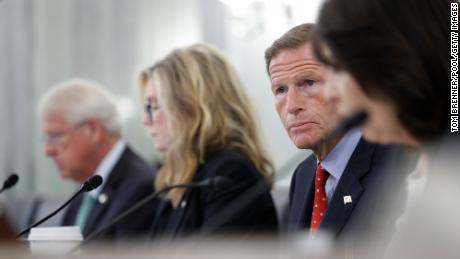 上周,Facebook 全球安全负责人、参议员理查德·布卢门撒尔 (Richard Blumenthal) 在听证会上就该公司对年轻用户的影响向安提戈·戴维斯 (Antigone Davis) 提出了质疑。