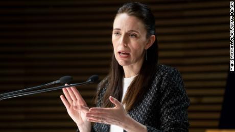 Η Νέα Ζηλανδία εγκαταλείπει τη στρατηγική μηδενικού covid καθώς η μεταβλητή δέλτα αποδεικνύεται δύσκολο να απαλλαγούμε