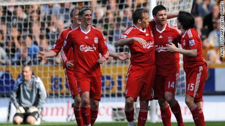 En agosto de 2004, Alonso fichó por el Liverpool procedente de la Real Sociedad.