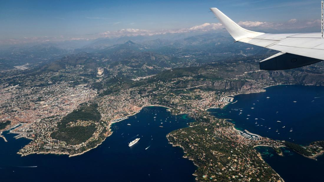 The world's most spectacular airport landings