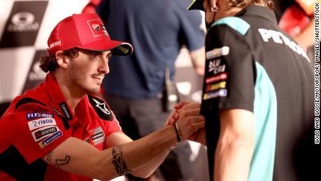 Bagnaia e Valentino Rossi sono stati fotografati insieme al Gran Premio d'Italia al Circuito del Mugello il 27 maggio 2021 a Scarberia e San Piero, in Italia.
