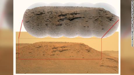 Esta imagem composta de & quot;  Delta Scarp & quot;  Na cratera de Jezero, tanto a base quanto o planalto da escarpa são mostrados, incluindo características geológicas interessantes.