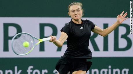 Sasnovich returns a shot Raducanu.  The 27-year-old Belarusian reached a career high of number 30 in 2018.
