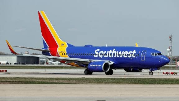 Image for Southwest customers react to mass flight cancellation